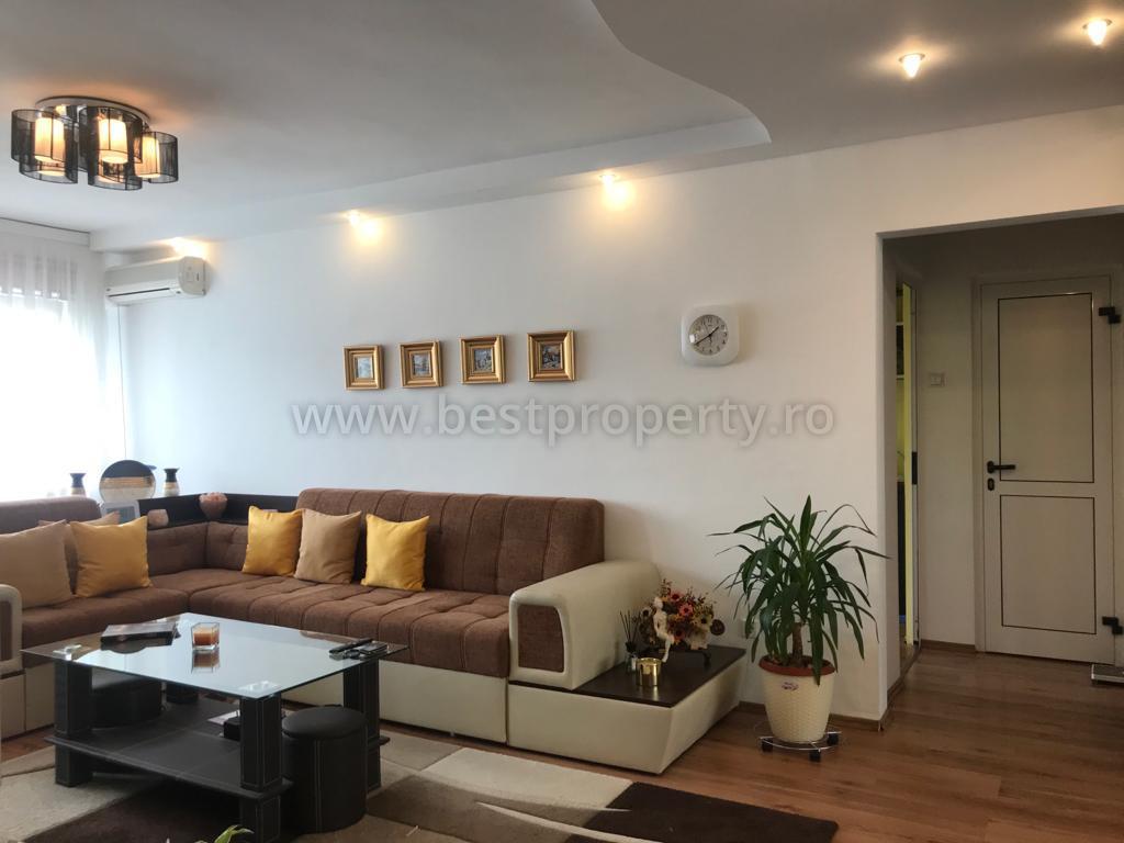 Apartament 3 camere de vanzare zona Mihai Viteazu